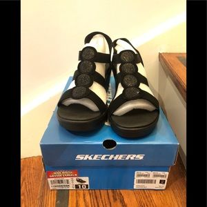 BNIB Sketchers Sandals size 10W